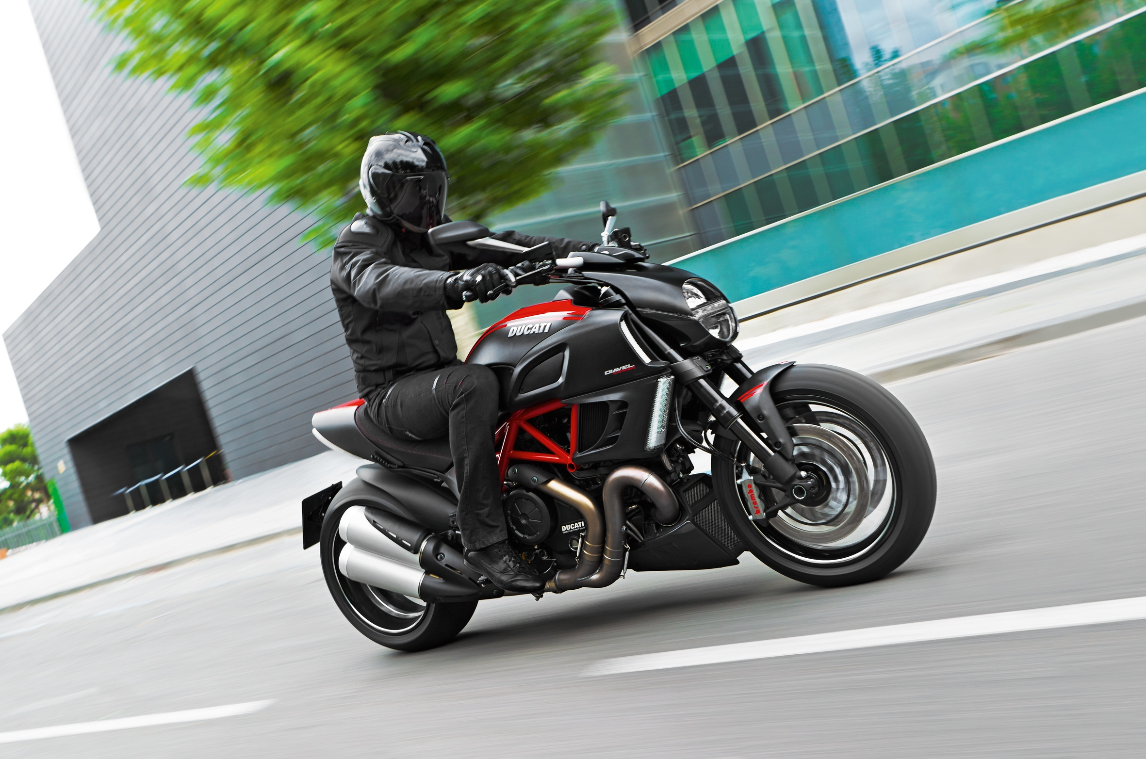 1-60_Diavel_Carbon