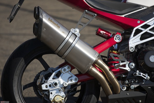 How sexy is that muffler?