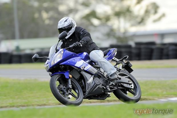 Yamaha-R15-2013-1.jpg