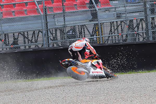 motogp5-marquez-crash-mugello-2013