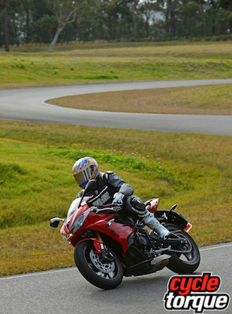 Triumph-Daytona-675-2013-10