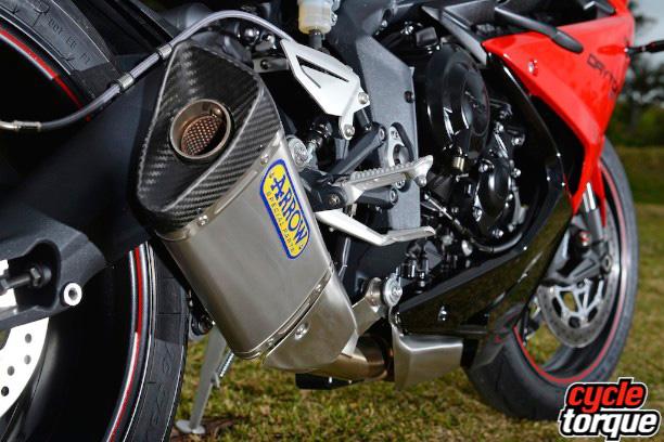 Triumph-Daytona-675-2013-27