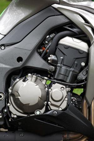 Kawasaki-Z1000-2014-7-2