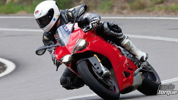 Ducati-Panigale-1199S-2014-1