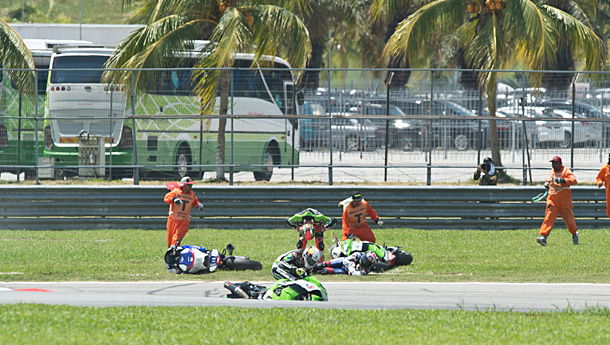 wsbk6-sykes-crash-r1-sepang-2014