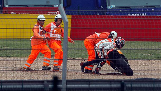 motogp14-marquez-crash-aragon-2014