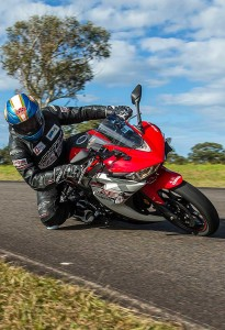 Alex Pickett - knee on the deck on the YZF-R3