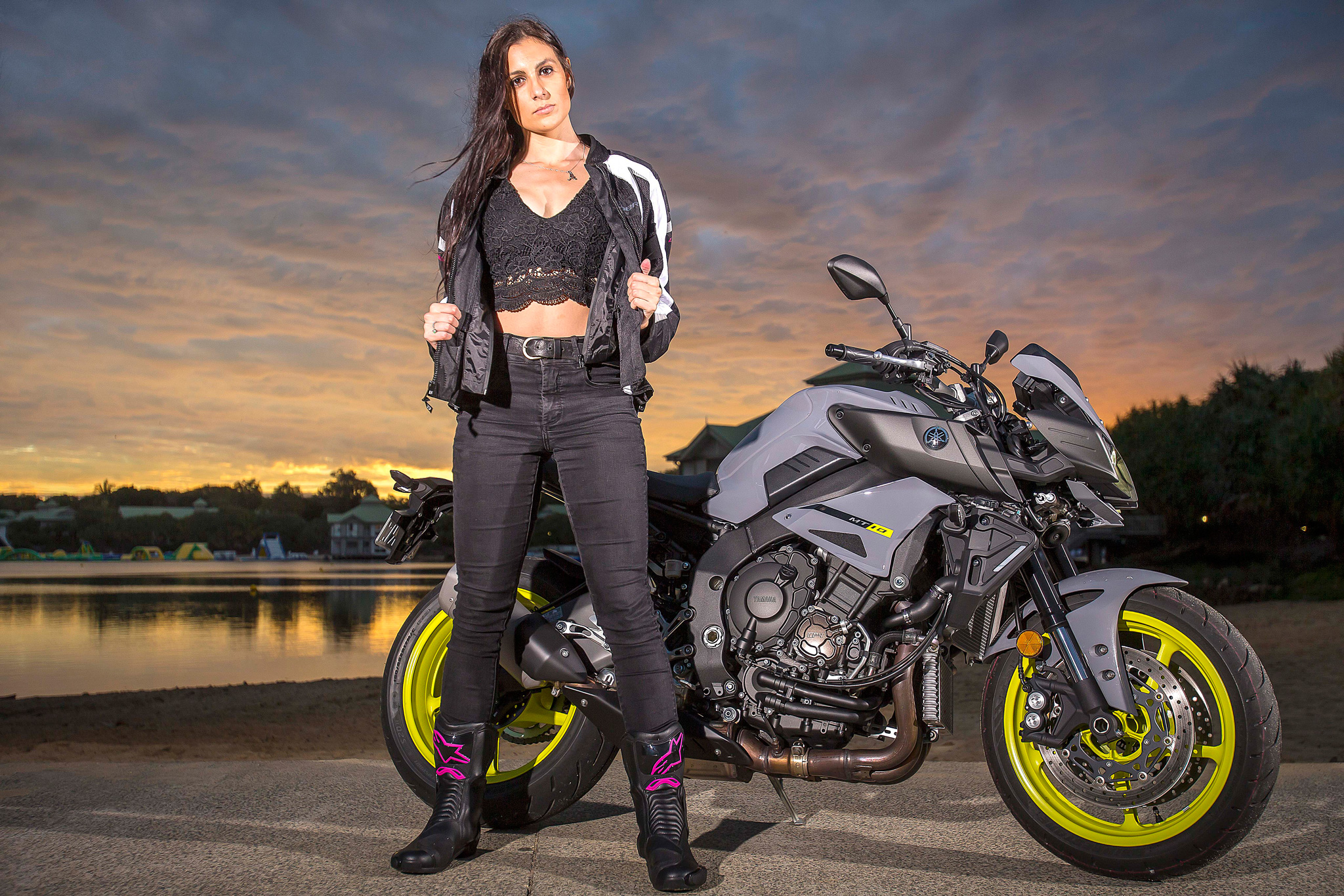 yamaha-mt-10-static-image-with-model