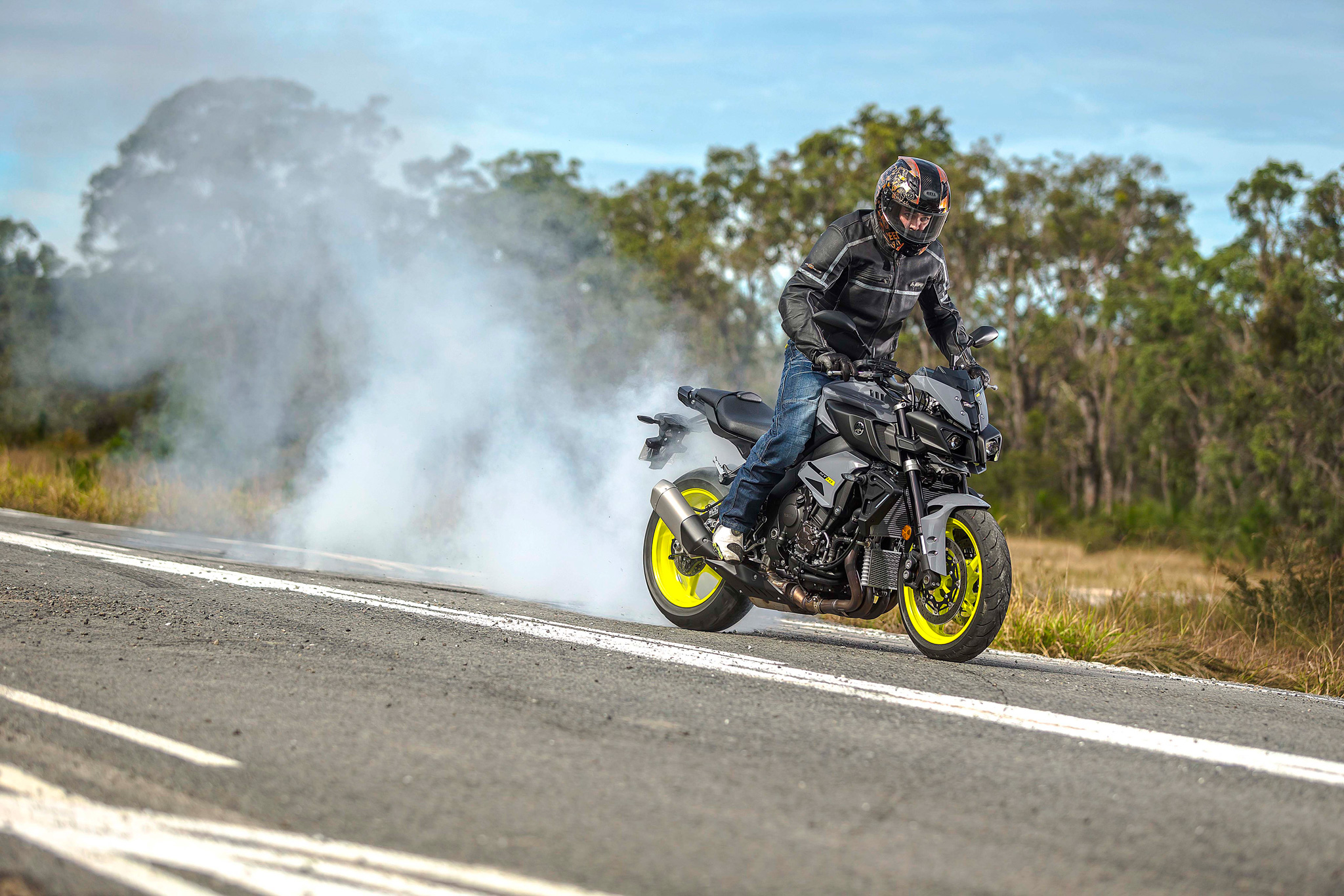 yamaha-mt-10-action-burnout