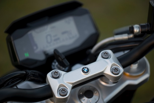 BMW G 310 R instruments